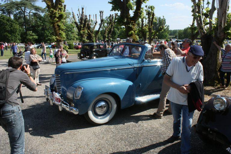 A vintage car at Cadillac Portes Ouvertes