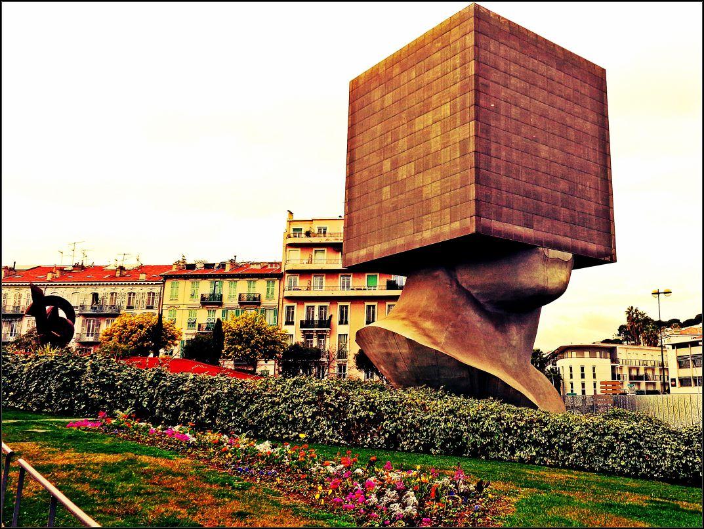 blockhead building, tete carrée, nice france, sosno