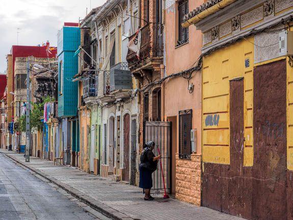 Crumbling colour in El Cabanyal