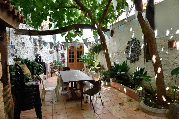 Inner patio, Vilanova de alcoa, a kip away from Castello airport