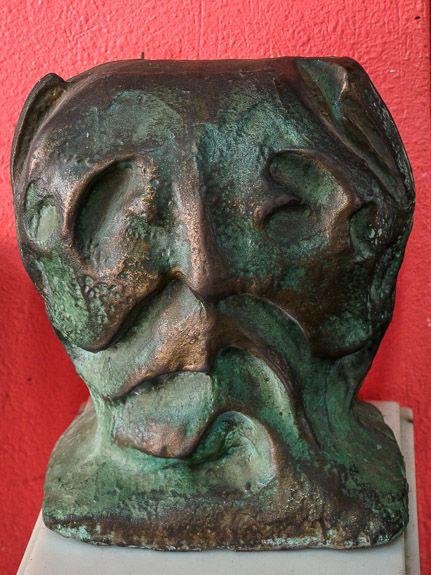 bronze head by Joan Simo