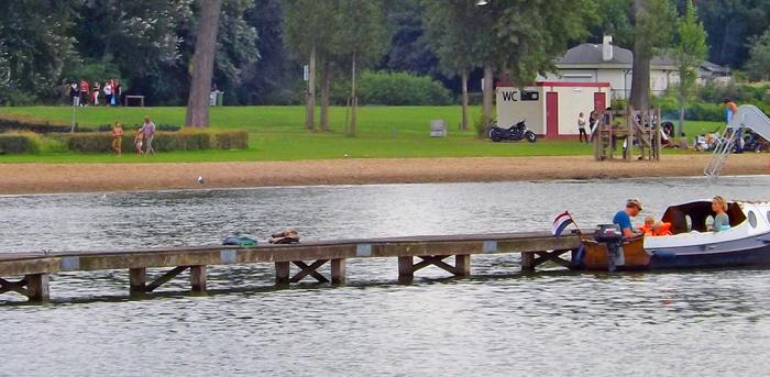 kids in boat sailing Kralingse Lake