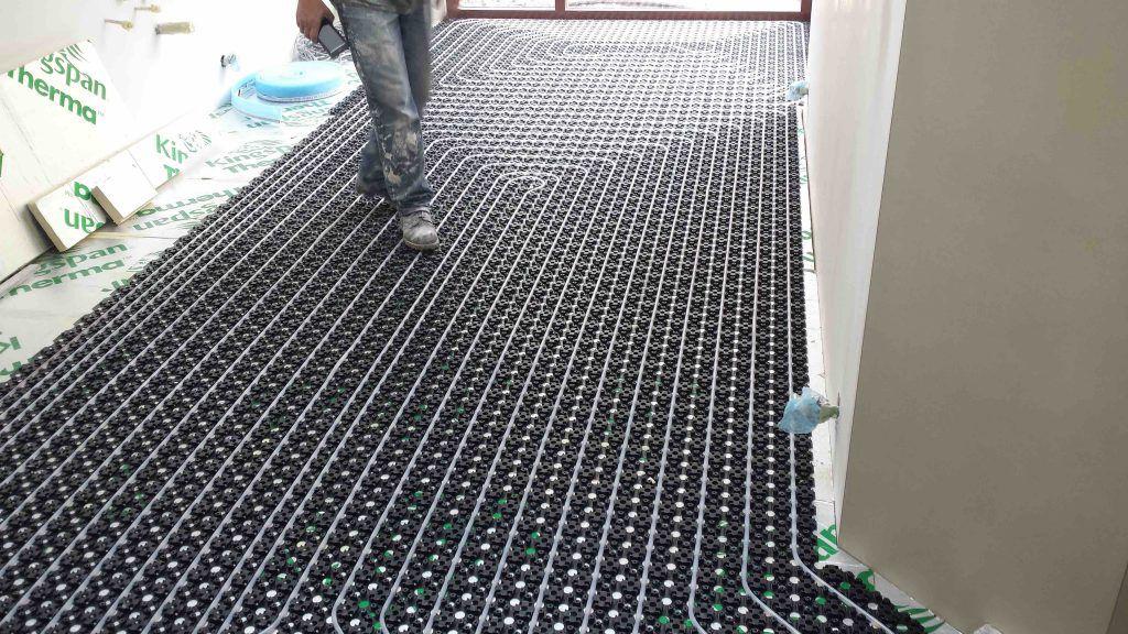 Expat Handyman installs floor heating