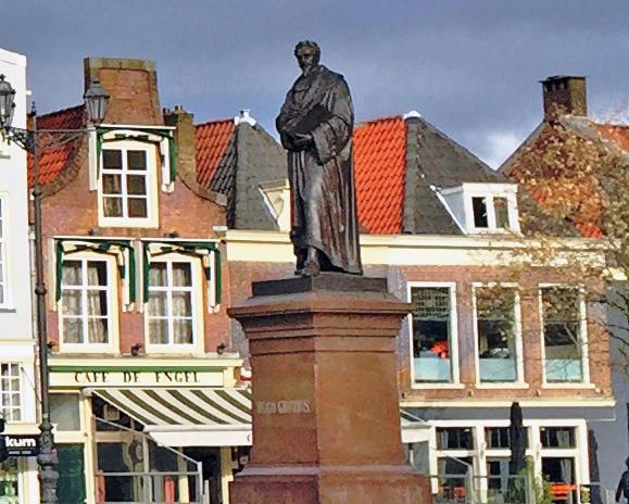 monument Hugo Grotius in Delft