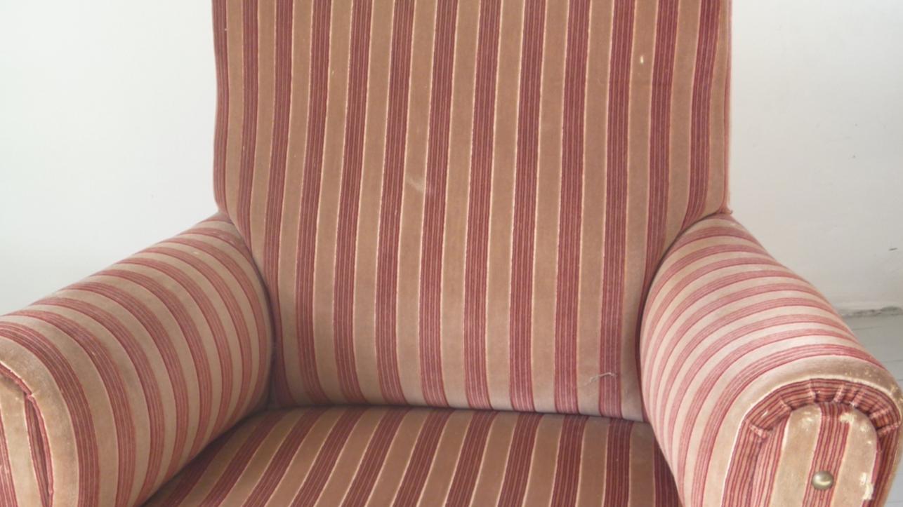 Cosy armchair home garden classifieds poitou for Cosy armchair