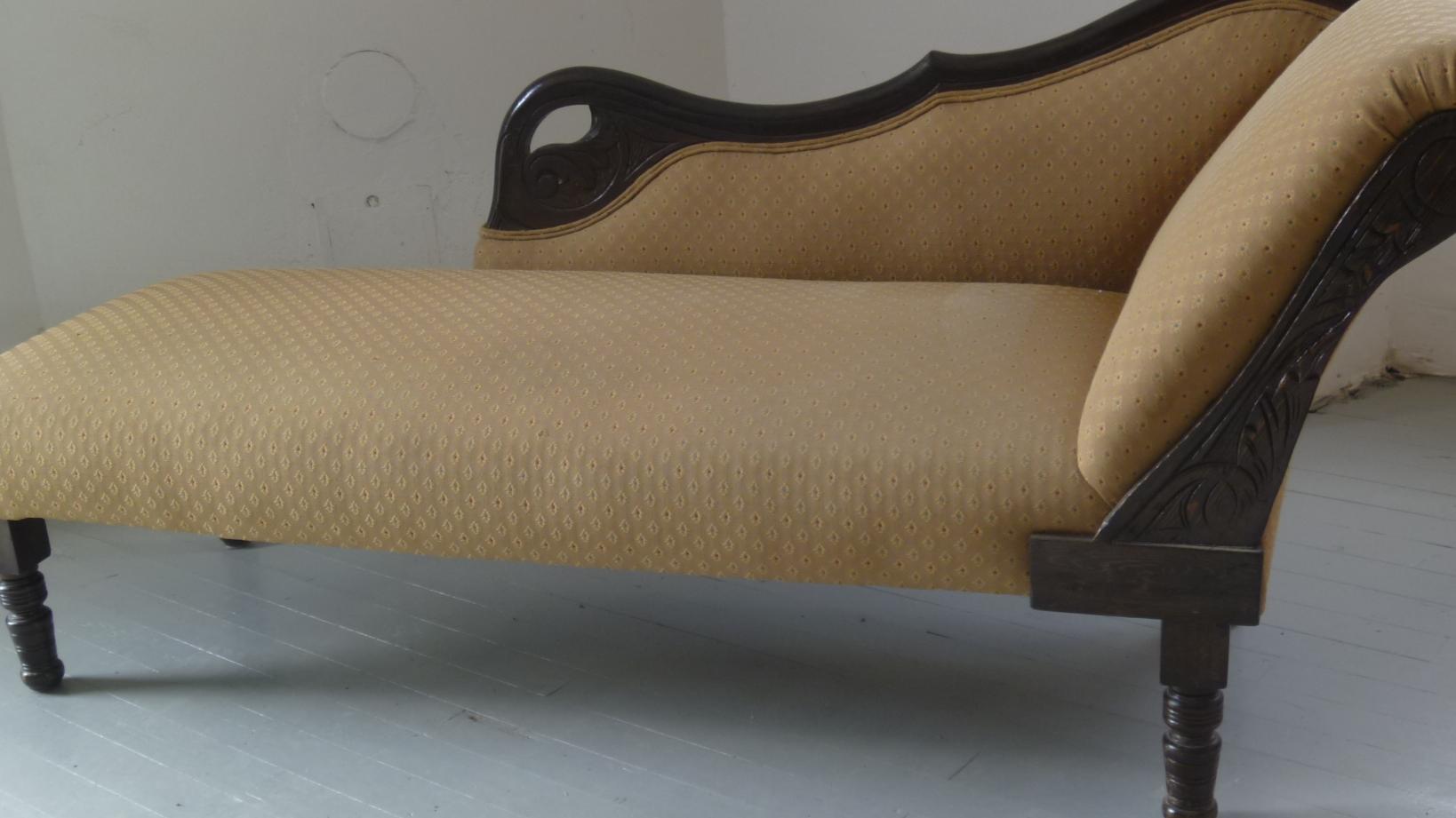 chaise longue armoire 3 door home garden classifieds poitou charentes angloinfo. Black Bedroom Furniture Sets. Home Design Ideas