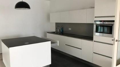 Beautiful Designer Kitchen With Island, Stone Worktop U0026 Appliances